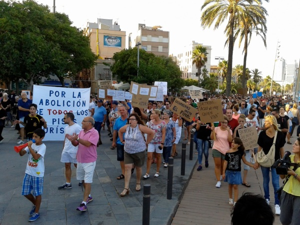 Anti tourist-apartment protest on the Barcelona waterfront