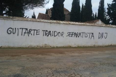 pintada-insultante-contra-tomas-guitarte-en-su-pueblo-natal-cutanda-2